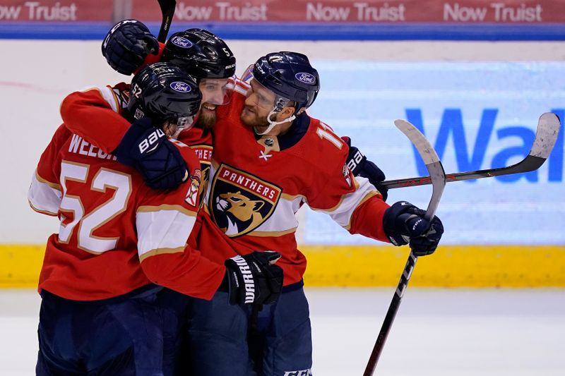 NHL roundup: Panthers ride 29-shot period to win