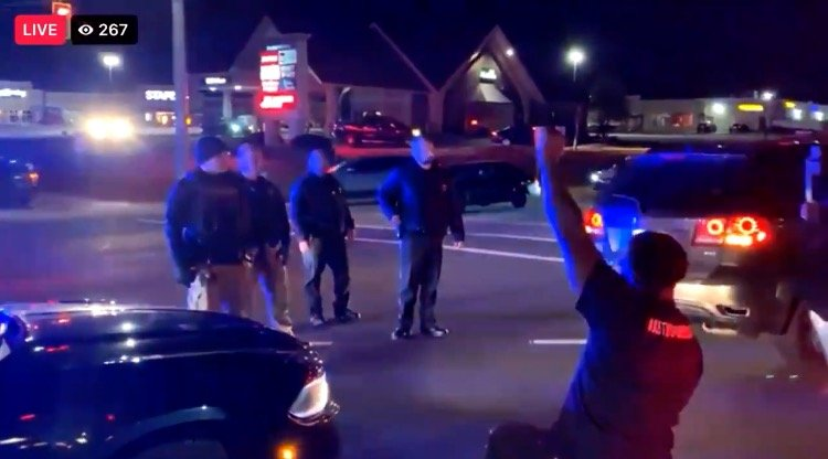 """""""F*ck the Police!"""" – BLM Thugs Shut Down Traffic in Louisville, Kentucky, Scream at Police (VIDEO)"""