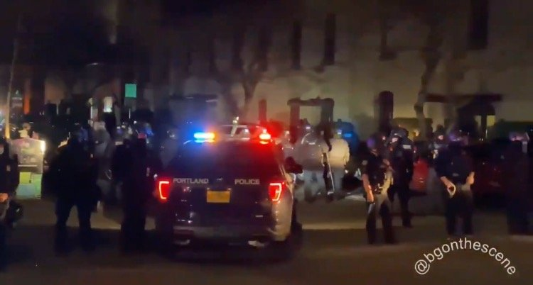"Portland Police Kettle Large Crowd of Antifa Terrorists After Another Night of Rioting – Antifa Goons Stunned, ""We Are Boxed In"" (VIDEO)"