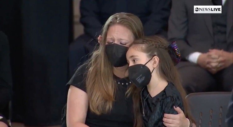 "Young Daughter of Slain Capitol Police Officer William ""Billy"" Evans Wipes Her Mother's Tears as Her Father Lies in Honor (VIDEO)"