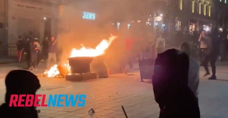 Multiple Businesses Vandalized After Anti-Curfew Protest in Montreal Turns Into Riot (VIDEO)